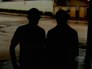 Os dois trabalhadores dizem que fugiram de uma fazenda porque estavam sendo tratados como escravos (Foto: Reprodução/TV Anhanguera)