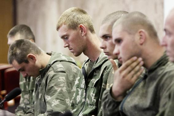 A group of Russian servicemen, detained by Ukrainian authorities, attend a news conference in Kiev in this August 27, 2014 file photo. REUTERS-Valentyn Ogirenko-Files