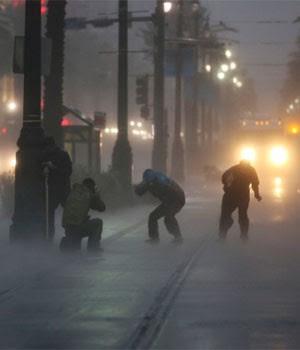 Moradores enfrentam furacão  Isaac em Nova Orleans, nos EUA (Michael Appleton/The New York Times)