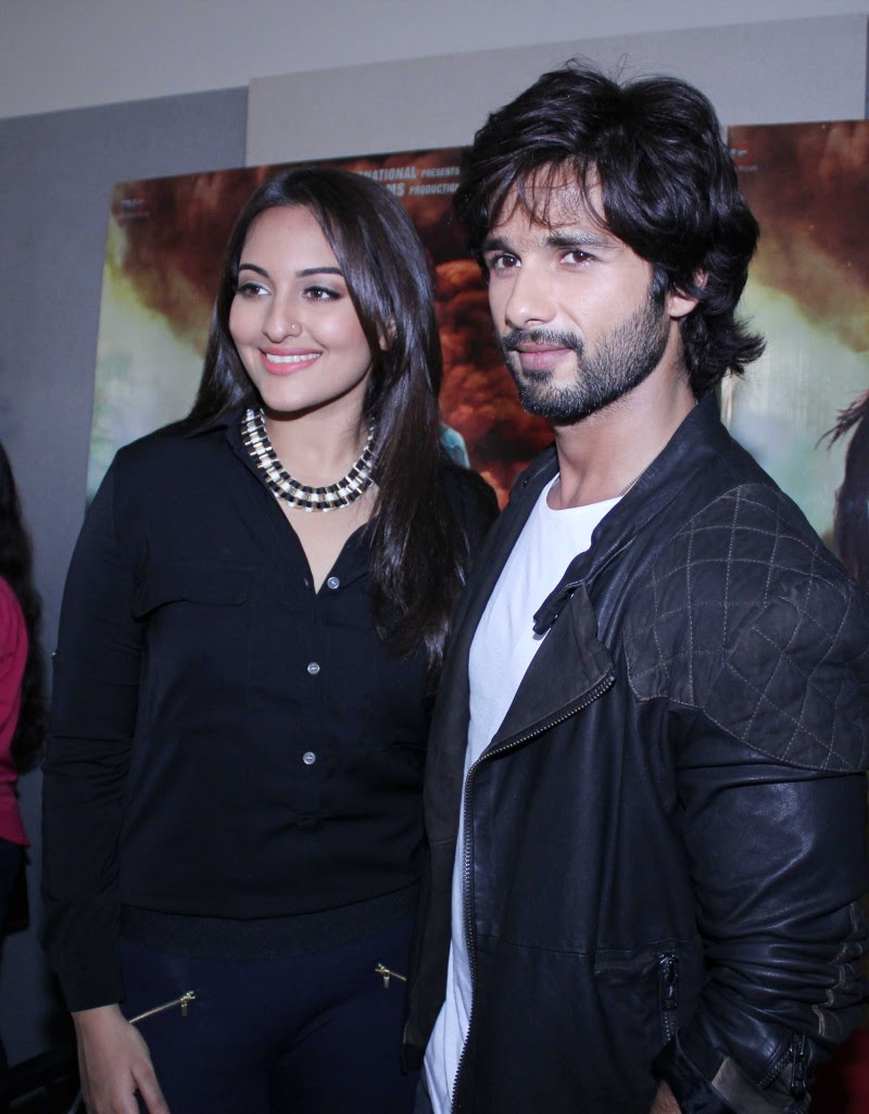Shahid-Kapoor-And-Sonakshi-Sinha-Promoting-R-Rajkumar-Pictures-Photos-2