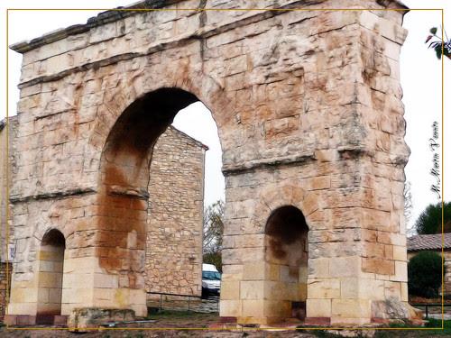 Arco romano en Medinaceli. Soria
