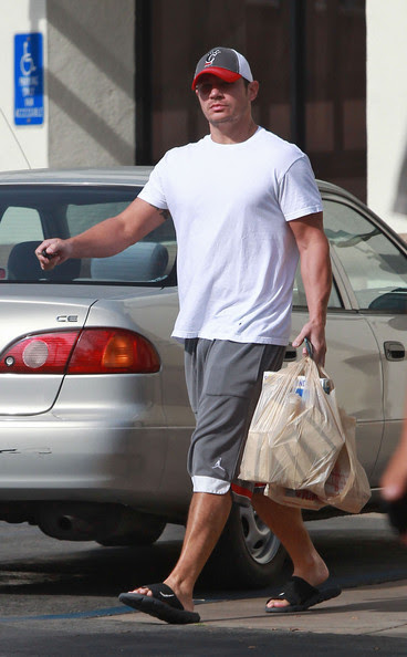 Nick Lachey - Nick Lachey Getting Groceries At Ralph's