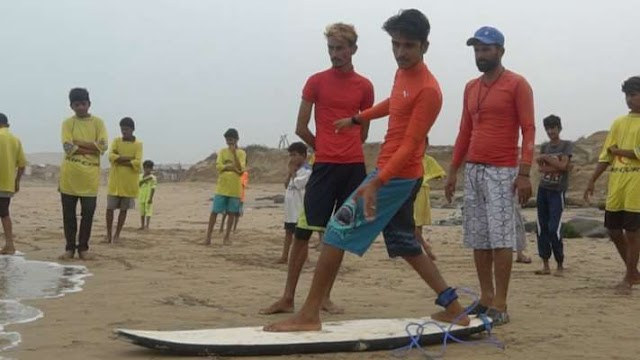 Surfing: The growing trend of a new sport on the beaches of Karachi