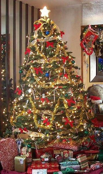 File:User Zink Dawg 2009 Christmas Tree.jpg