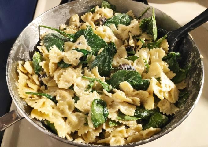 Recipe of Quick Goat Cheese, Mushroom, & Spinach Pasta