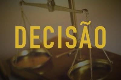 A imagem mostra uma balança e a palavra DECISÃO