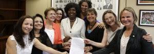 Deputadas e senadoras fazem ato de apoio a Dilma