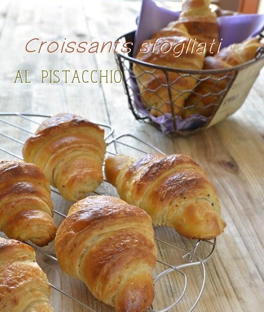 Croissants ai cereali sfogliati al pistacchio e la colazione diventa ancora più buona!