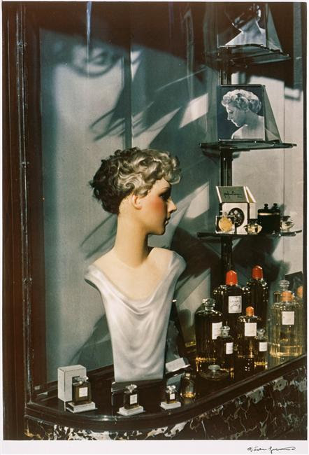 billyjane:   Vitrine d'un coiffeur,Paris 1938 by Gisele Freund [more of her work here]