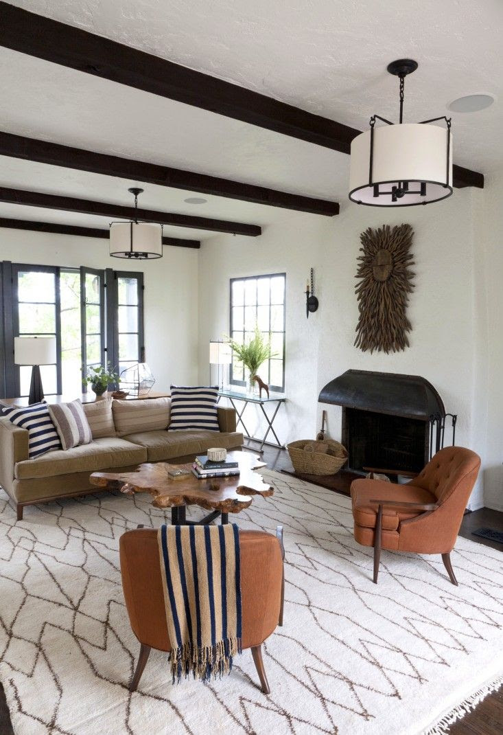(BrandonRugs.com) A vintage Moroccan carpet provides a neutral base to the earthy tones of the room.