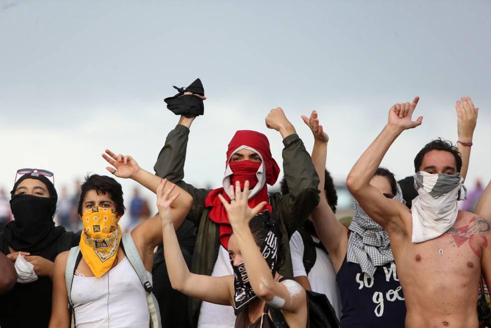 manifestas protestam aprovacao PEC 55