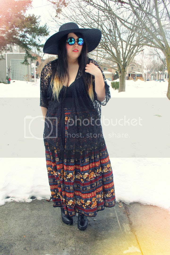 jessica ip plus size fashion plus size blogger thrifted big hat floral skirt witchy witch