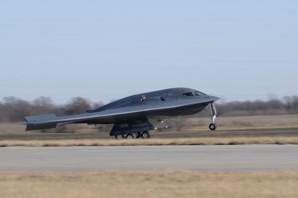 Después de cuatro años en reparaciones, 'Espíritu de Washington' bombardero B-2 vuelve activo.