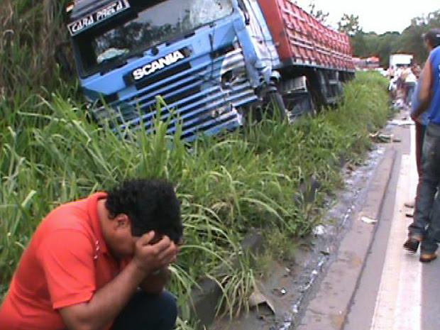 Motorista da carreta ficou abalado com o acidente. (Foto: Klauber Luiz Kohls / VC no ESTV)