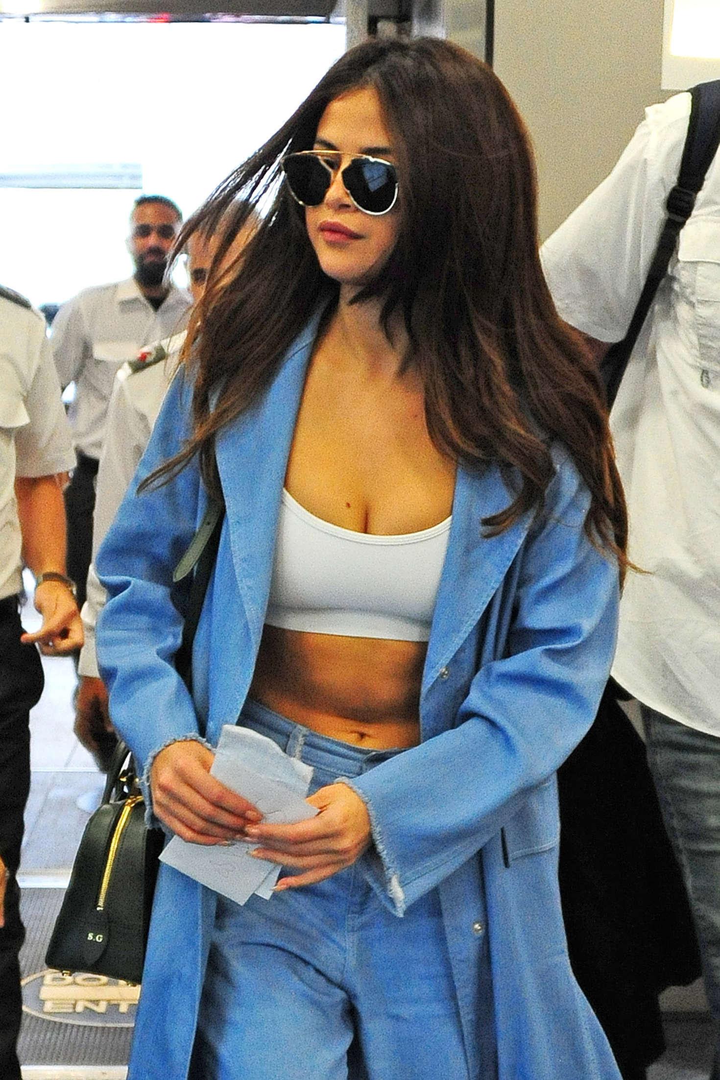 Selena Gomez – Miami International Airport