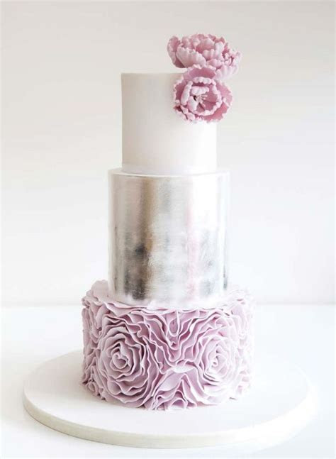 36 Trendy And Glam Metallic Wedding Cakes   Weddingomania