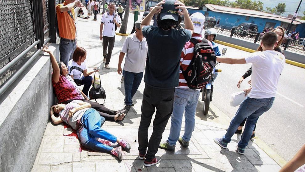 Un muerto y varios heridos por disparos en el plebiscito contra el Gobierno de Maduro