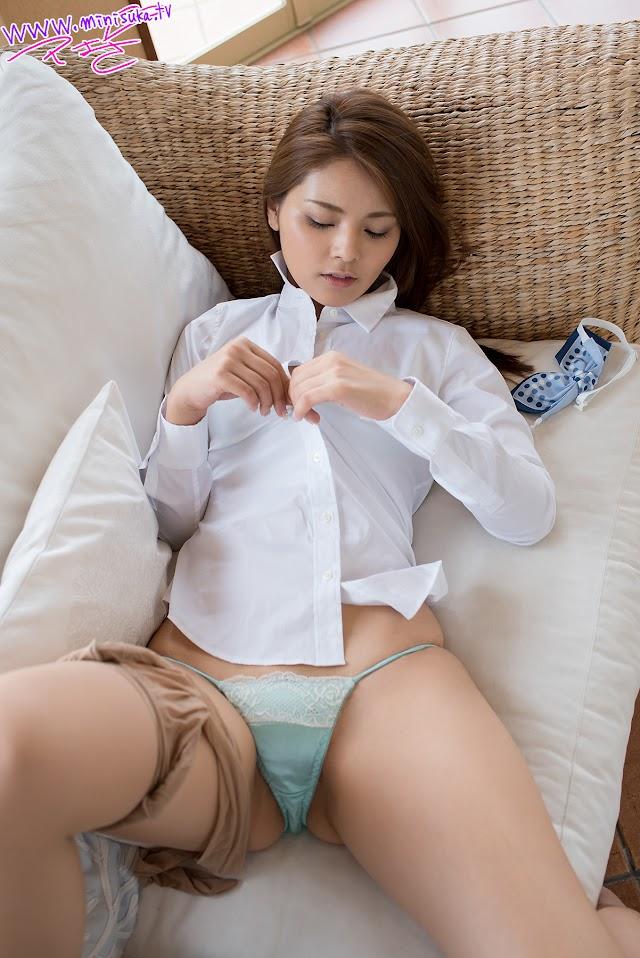Tsubasa Akimoto 秋本翼 Topless Minisuka