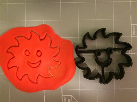 Sun with smiley face cookie cutter ? Arbi Design   CookieCutz