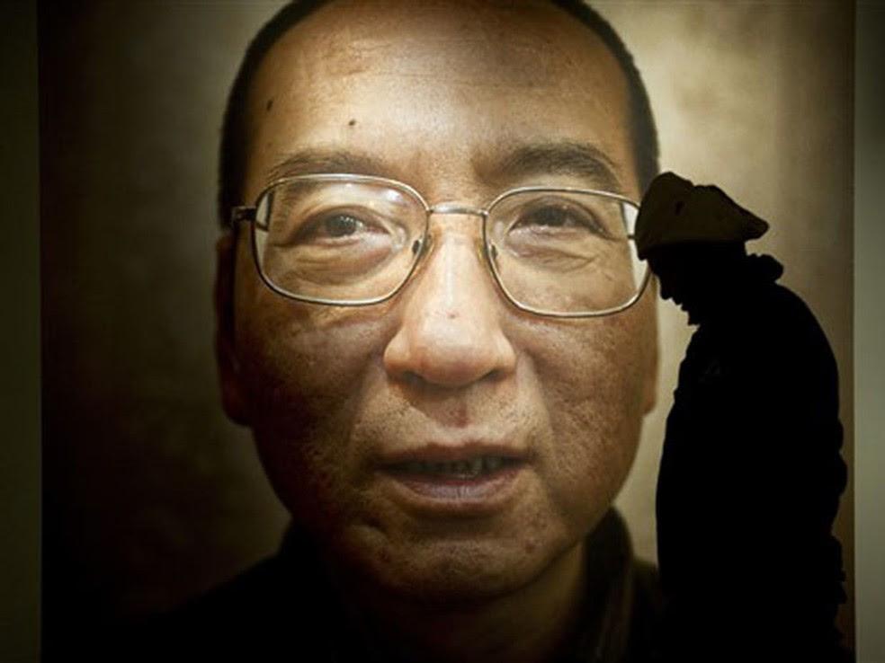 Foto de Liu Xiaobo estava em exposição no Centro Nobel da Paz, em Oslo (imagem de arquivo) (Foto: Odd Andersen/AFP)
