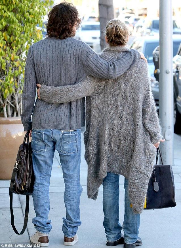 Dokunaklı duyusal: onlar caddede bakındım gibi çift birbirlerini ellerini tutamadı