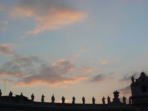 silhouettes sur saint pierre de rome.jpg