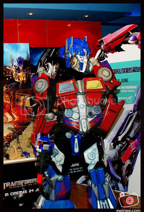 Optimus-Prime-Cineleisure-transform