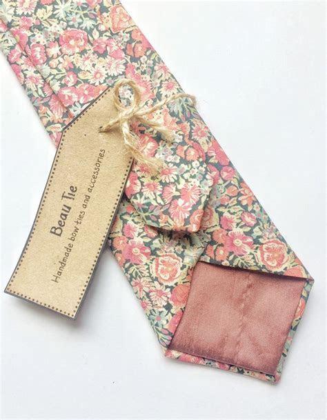 Best 25  Floral tie ideas on Pinterest   Tie, Groomsmen