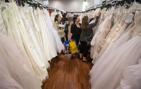 canadian brides hunt   hand bargains  wedding