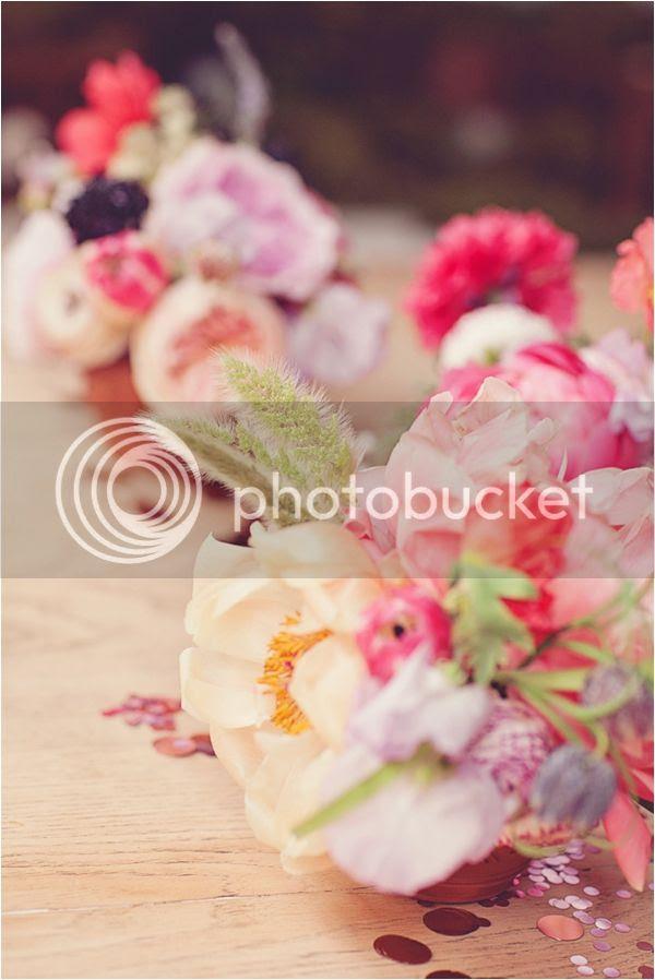 C'è crisi, c'è crisi, guida alla sopravvivenza sul pianeta terra, linky party, bouquet messicano, idee di home decor con i fiori, fiesta stile mexiacan, fiori sgargianti, decorare con i fiori, fiori in giardino, riciclo creativo, idee per matrimonio