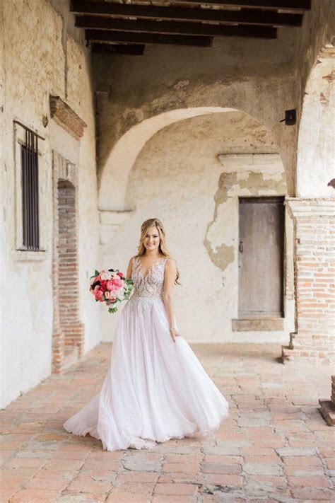 Vibrant Colors Illuminate California Wedding   MODwedding