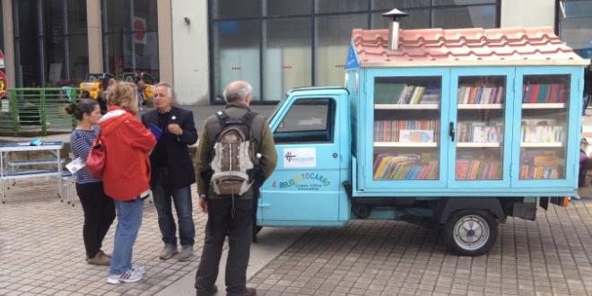 Bibliomotocarro, maestro in pensione crea una biblioteca itinerante per ragazzi