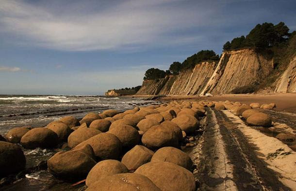 Bowling Balls Beach in Mendocino county, California, USA.