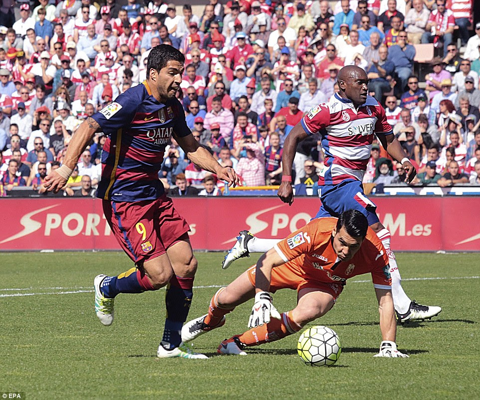 Suarez rounds Granada goalkeeper Andres Fernandez as Barcelona ran away from the home side in the first-half on Saturday