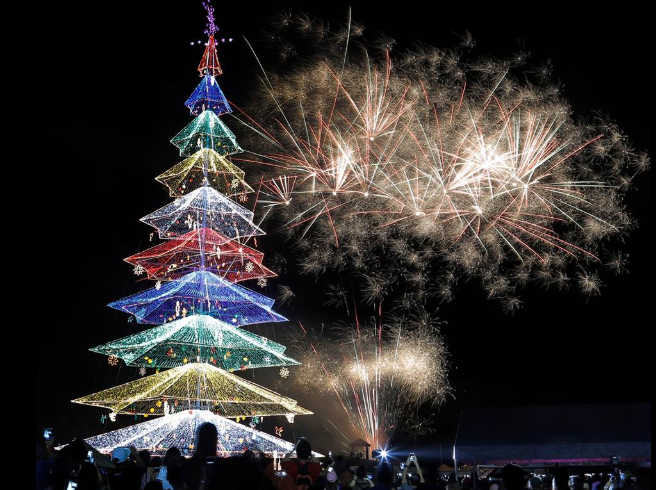 Tallest Christmas Tree In Philippines Lights Up Tagum City Davao