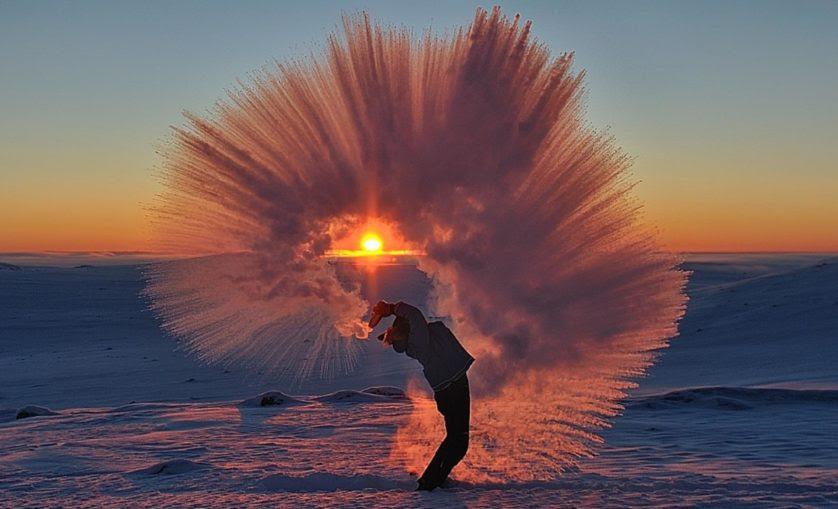 foto incrivel cha congelando no ar