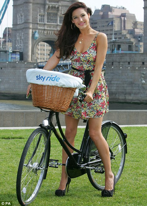 http://i.dailymail.co.uk/i/pix/2011/10/19/article-2051050-0AC71821000005DC-777_468x658.jpg