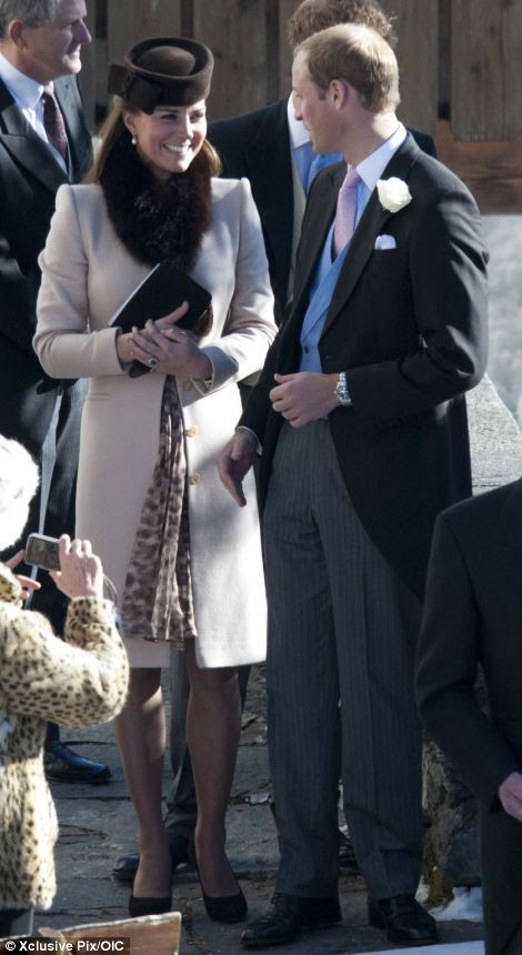 Kate ve William bugün düğünde bir gülümseme alışverişinde