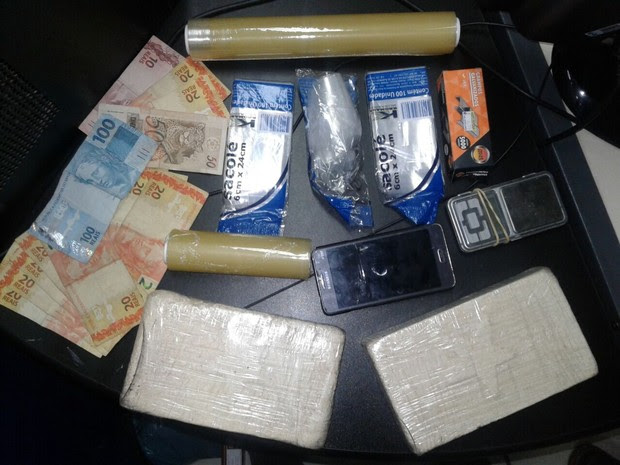 Drogas foram apreendidas em Macaé (Foto: Divulgação PM)