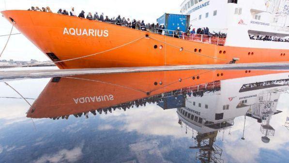 Risultati immagini per nave aquarius