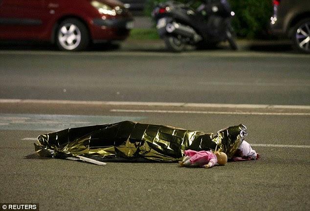 horrível tragédia: A estrela tinha chegado na cidade poucas horas antes de pelo menos um homem dirigiu um caminhão por multidões assistindo fogos de artifício antes de abrir fogo contra eles.  O ataque deixou muitos mortos, incluindo crianças