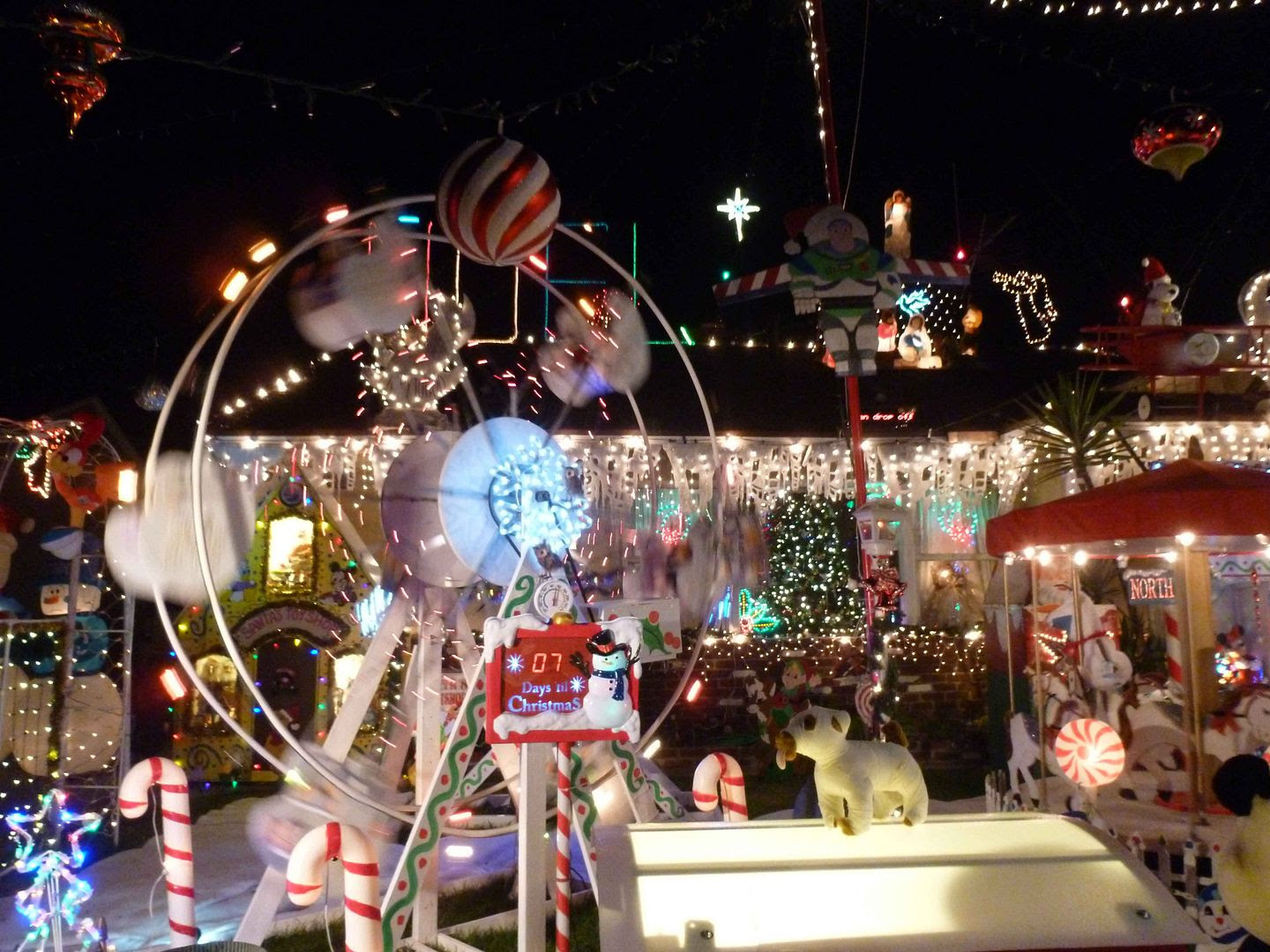 in other adjacent cities like pasadena but there are two districts that are notorious for their christmas light displays sleepy hollow in torrance - Christmas Lights In Torrance