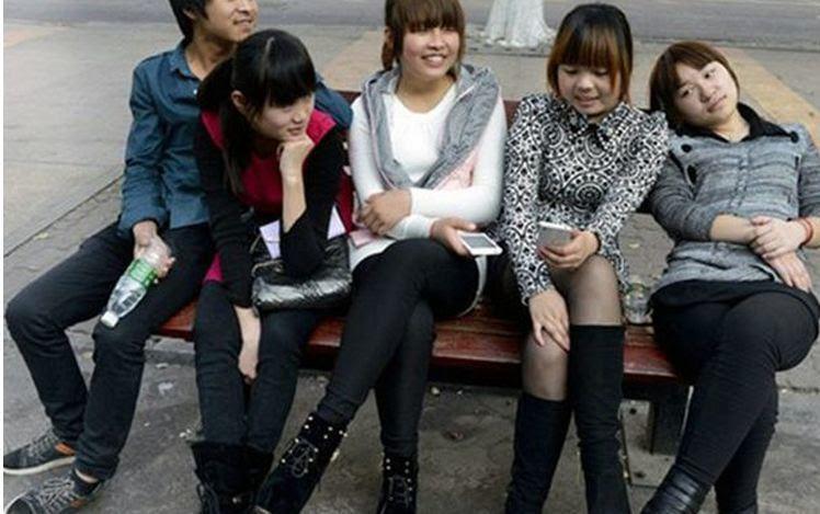 girlfriends 1.jpg.pagespeed.ce .xYrLB4Qj 0 Απίστευτο: Η πόλη του σeξ Ο κάθε άντρας μπορεί να έχει όσες γυναίκες θέλει και μάλιστα να τον πληρώνουν! (φωτογραφίες)