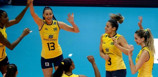 Jogadoras brasileiras comemora ponto após derrubar a invencibilidade chinesa