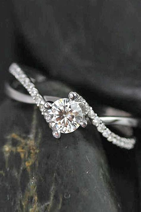 36 Simple Engagement Rings For Girls Who Love Classic