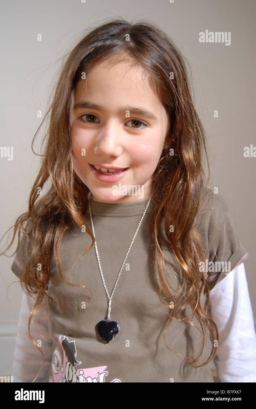 Junge Mit Langen Haaren Lächelnd Stockfoto Bild 21863359 Alamy