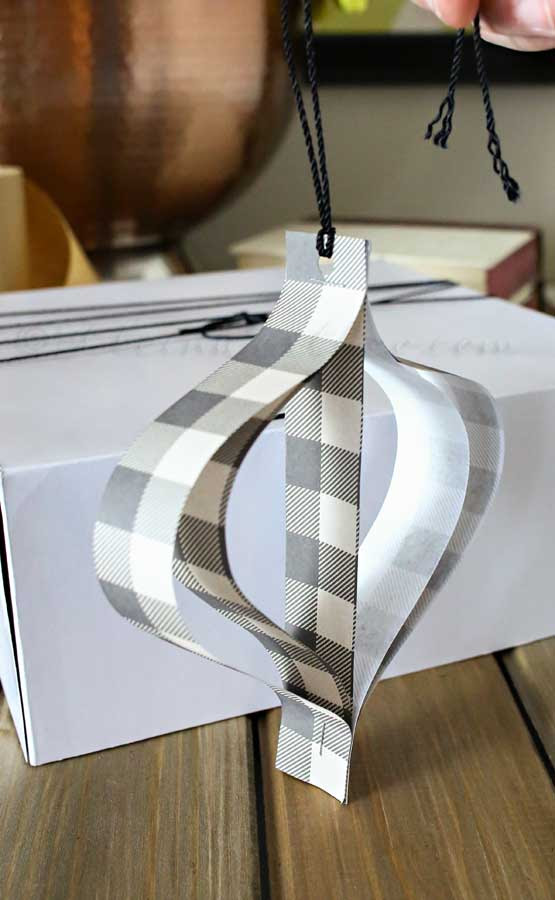 Paper-gift-ornament