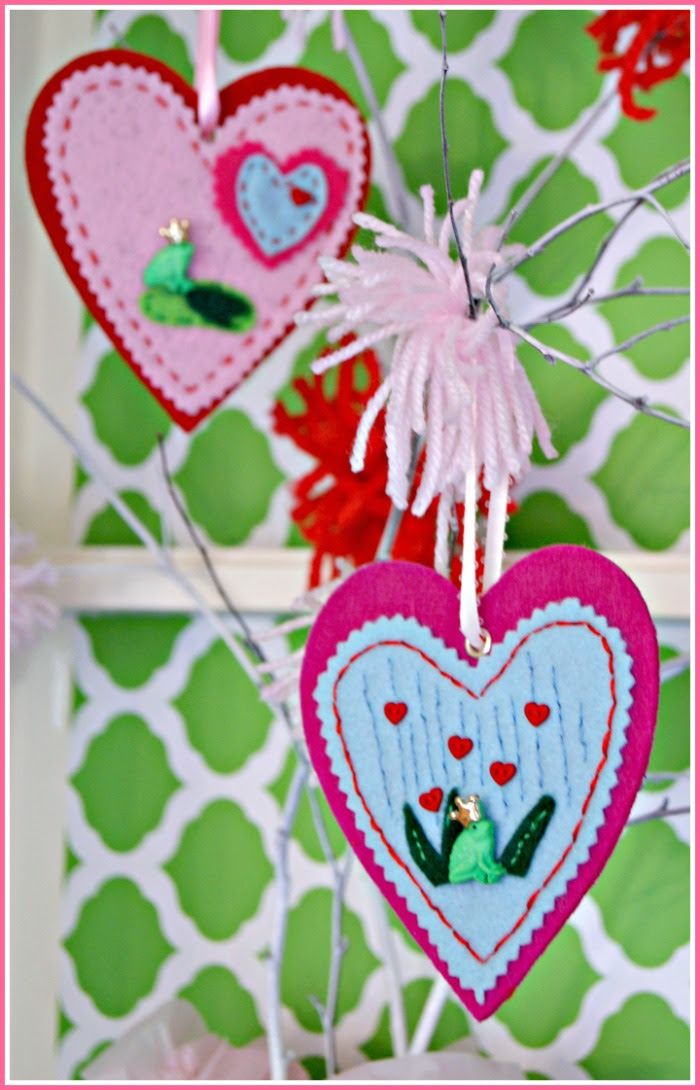 DIY Felt Frog Prince Ornaments for Valentine's Day http://www.3littlegreenwoods.com