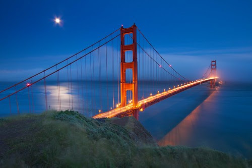 Golden Gate Bridge with Moon, Fog, and Wind por ernogy