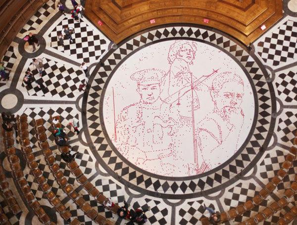 """perierga.gr- 5.000 παπαρούνες """"φύτρωσαν"""" στο ιερό!"""